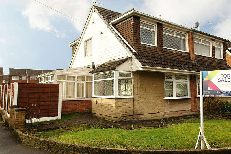 3 Bedrooms Semi Detached House for sale in Polperro Close, Royton