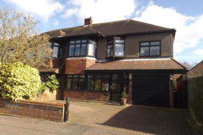 4 Bedrooms Semi Detached House for sale in Chigwell, Essex