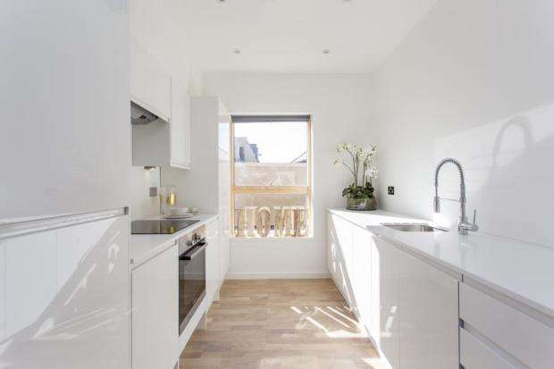 1 Bedroom Block Of Apartments Flat for sale in High Road Leyton, London E10