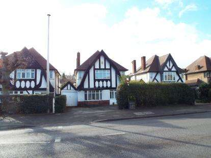 3 Bedrooms Detached House for sale in Derby Road, Beeston, Nottingham, .