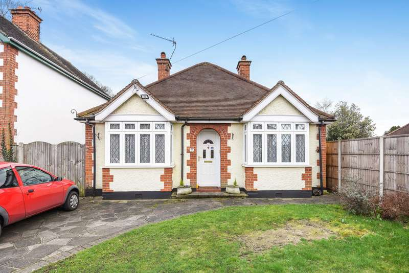 4 Bedrooms Detached Bungalow for sale in Addlestone