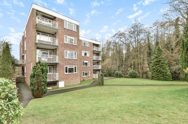 2 Bedrooms Flat for sale in Godalming