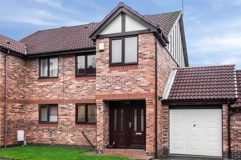 3 Bedrooms Semi Detached House for sale in Border Brook Lane, Worsley, Manchester, M28 1XJ