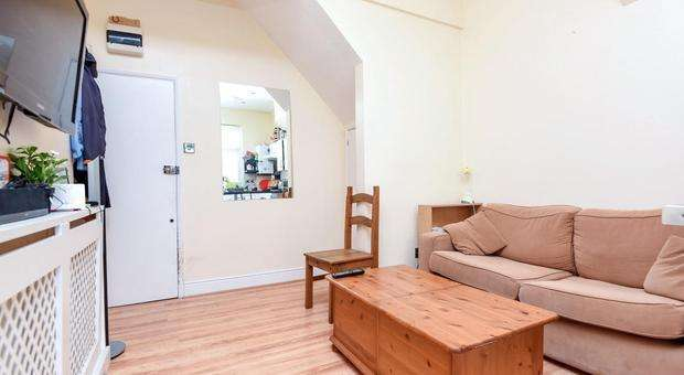 2 Bedrooms Flat for sale in Ribblesdale Road, Streatham, London, Streatham SW16