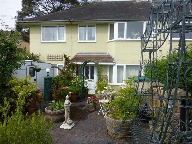 3 Bedrooms Flat for sale in 13, Heol Isaf, Penparcau, Aberystwyth, Ceredigion, SY23