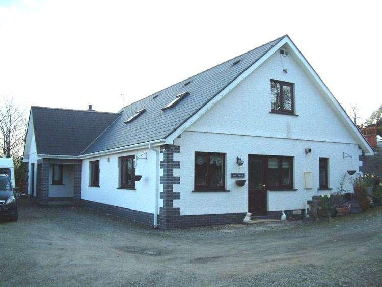 6 Bedrooms Detached House for sale in Brynawelon, Llanwenog, Llanybydder, SA40