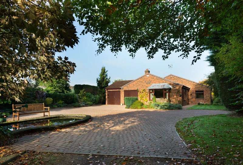 4 Bedrooms Bungalow for sale in Folks Close, Haxby, York