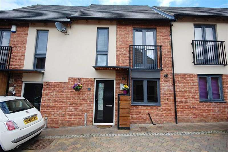 2 Bedrooms Town House for sale in Goldcrest Road, Allerton Bywater, Leeds, WF10