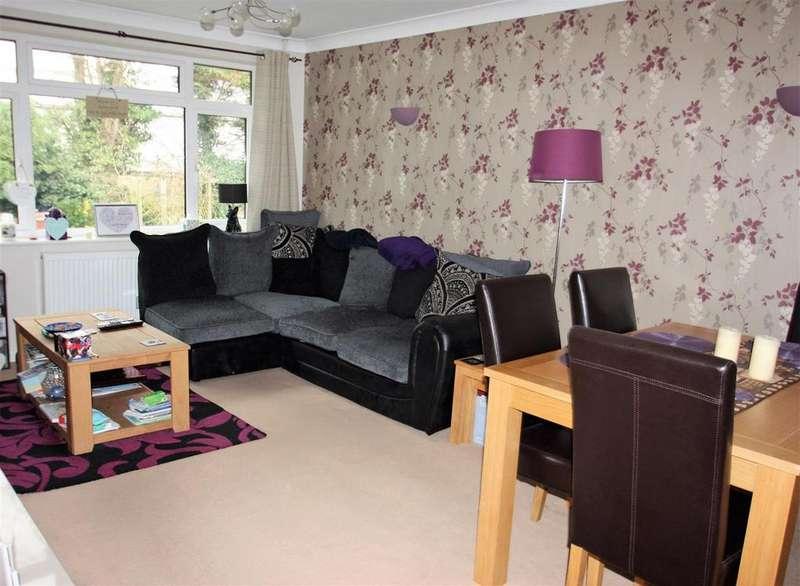 2 Bedrooms Maisonette Flat for sale in Dukes Close, Ashford