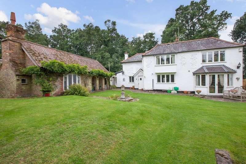 5 Bedrooms Detached House for sale in Beacon Hill, Penn