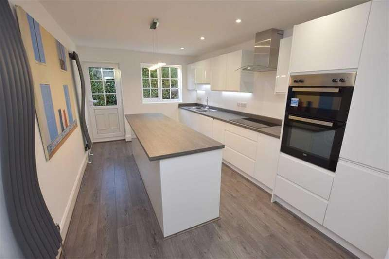 4 Bedrooms Town House for sale in Parkfield Road, Altrincham, Cheshire, WA14