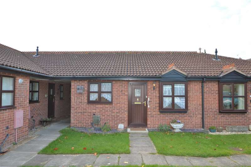 2 Bedrooms Bungalow for sale in Feignies Court, Keyworth, Nottingham