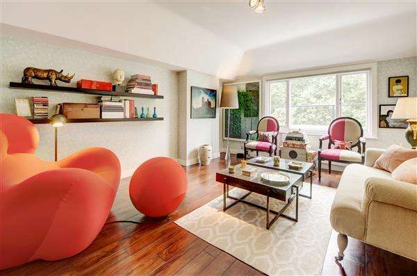 2 Bedrooms Flat for sale in ENNISMORE GARDENS, SOUTH KENSINGTON, SW7