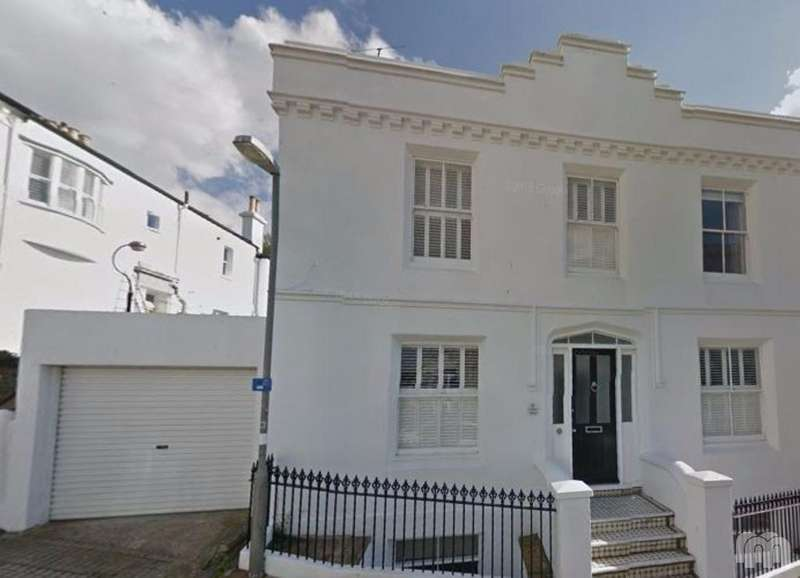 3 Bedrooms Flat for rent in Clifton Terrace Brighton East Sussex BN1