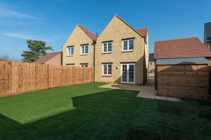 3 Bedrooms Semi Detached House for sale in The Beechwood, Charity Farm, Woodstock Road, Stonesfield, Witney, Oxfordshire