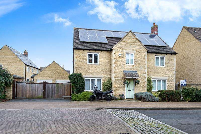 4 Bedrooms Detached House for sale in Elmhurst Way, Carterton, Oxfordshire