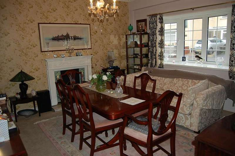 3 Bedrooms Semi Detached House for sale in Park Street, Lower Brynamman, Ammanford