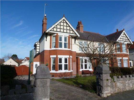 5 Bedrooms Semi Detached House for sale in 3 Llannerch Road East, Rhos on Sea, LL28 4DH