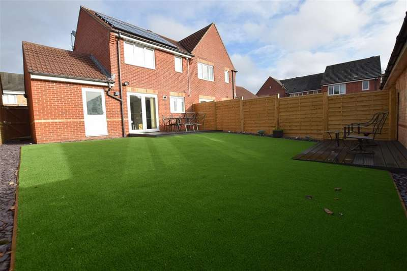 2 Bedrooms Semi Detached House for sale in Scobell Close, Shinfield, Reading, RG2