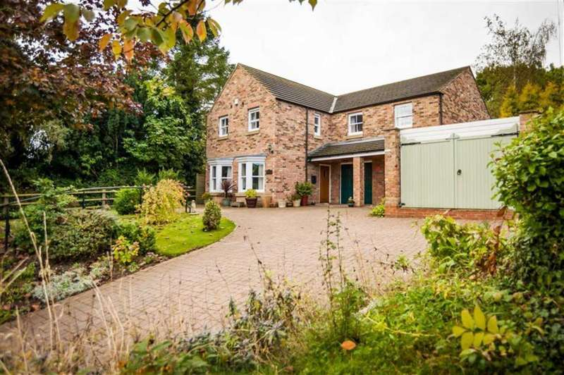 4 Bedrooms Detached House for sale in Main Street, Thornton Le Moor, North Yorkshire