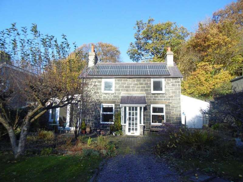 3 Bedrooms Cottage House for sale in Valley Road, Llanfairfechan, LL33 0ET