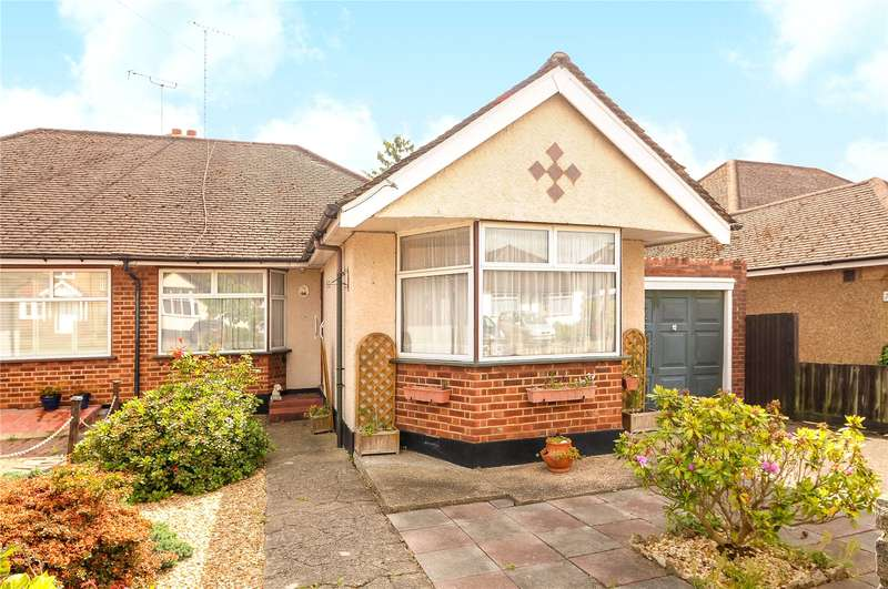 3 Bedrooms Semi Detached Bungalow for sale in Links Way, Croxley Green, Rickmansworth, Hertfordshire, WD3