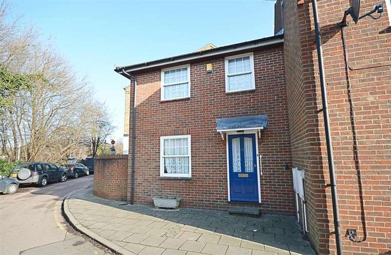 3 Bedrooms Semi Detached House for sale in Cyprus Place, Rye