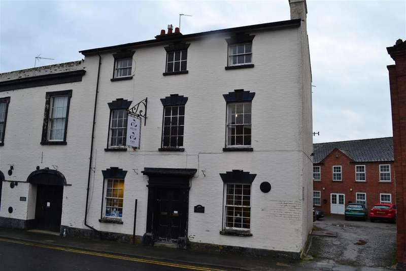 Town House for sale in Rainbow Street, Leominster