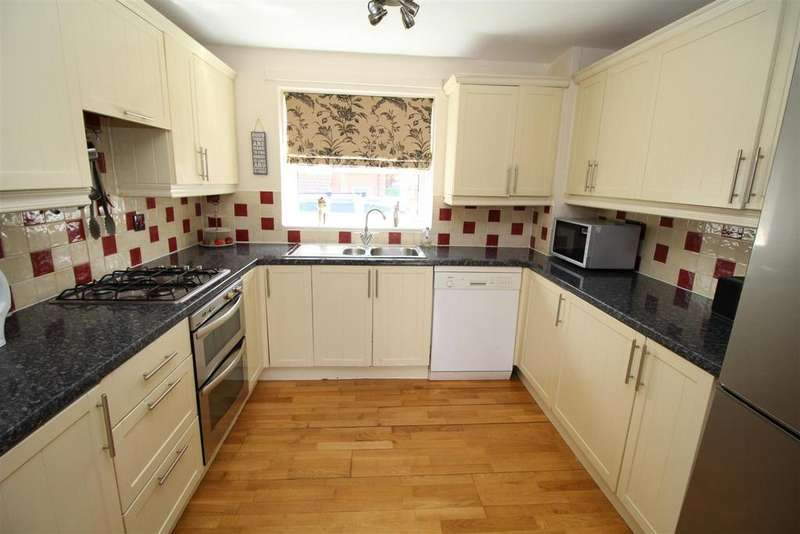 4 Bedrooms Town House for sale in Carnoustie, Worksop