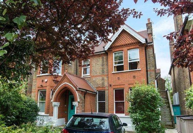 2 Bedrooms Flat for sale in Tring Avenue, Ealing