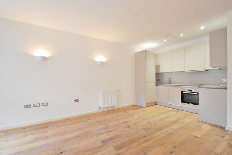 2 Bedrooms Flat for sale in Triangle Court, Camberwell, London