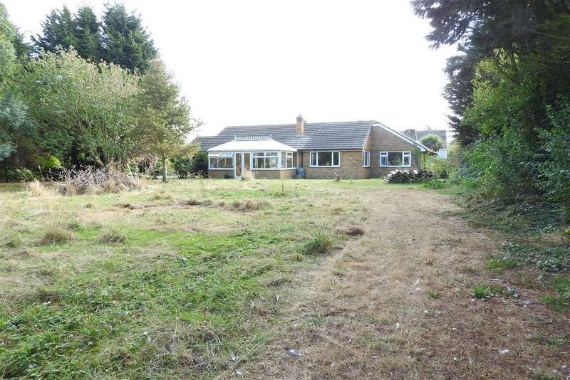4 Bedrooms Detached Bungalow for sale in Nipsells Chase, Mayland