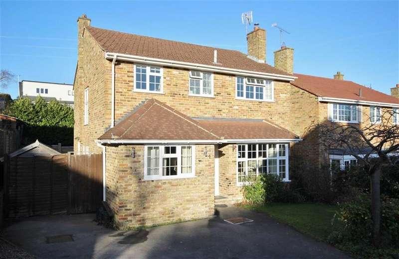 4 Bedrooms Detached House for sale in Derwent Close, Farnham