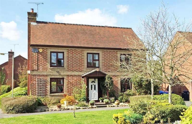 4 Bedrooms Detached House for sale in Avonleaze Road, Pewsey