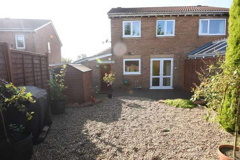 3 Bedrooms Semi Detached House for sale in Loweswater Avenue, Bradford