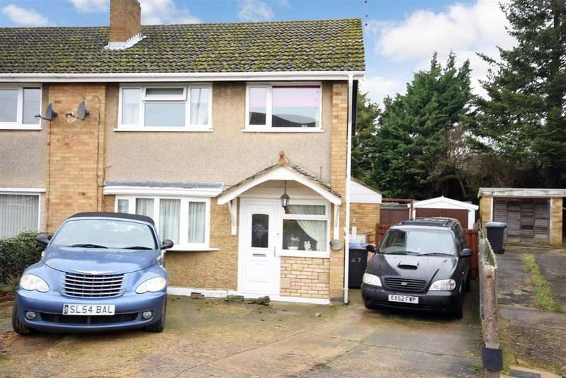 3 Bedrooms Semi Detached House for sale in Pennine Way, Kettering