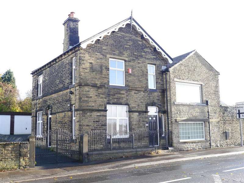 3 Bedrooms End Of Terrace House for sale in Bradford Road, East Bierley, BD4 6PB