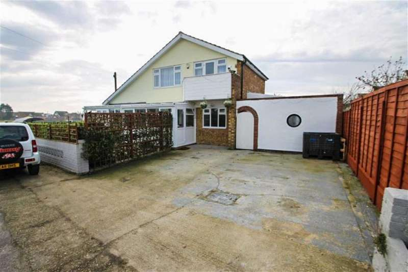 4 Bedrooms Detached House for sale in Crossways, West Clacton