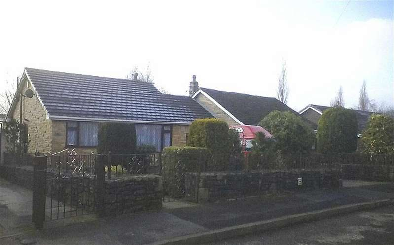 2 Bedrooms Bungalow for sale in Cowbrook Avenue, Glossop, Derbyshire, SK13