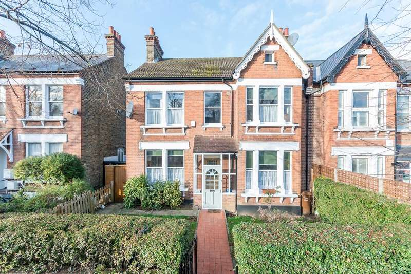 4 Bedrooms Semi Detached House for sale in Barry Road ,