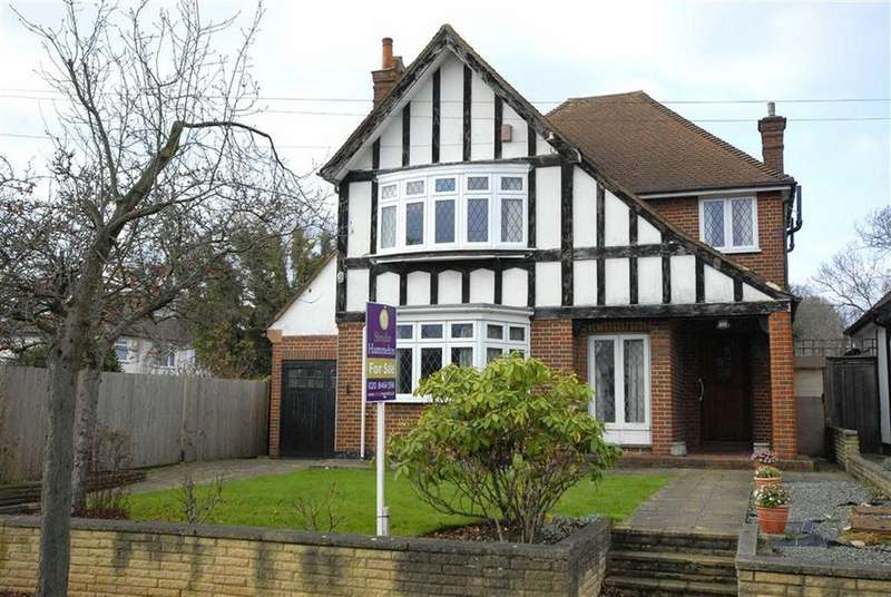3 Bedrooms Detached House for sale in Winchester Park, Bromley, Kent