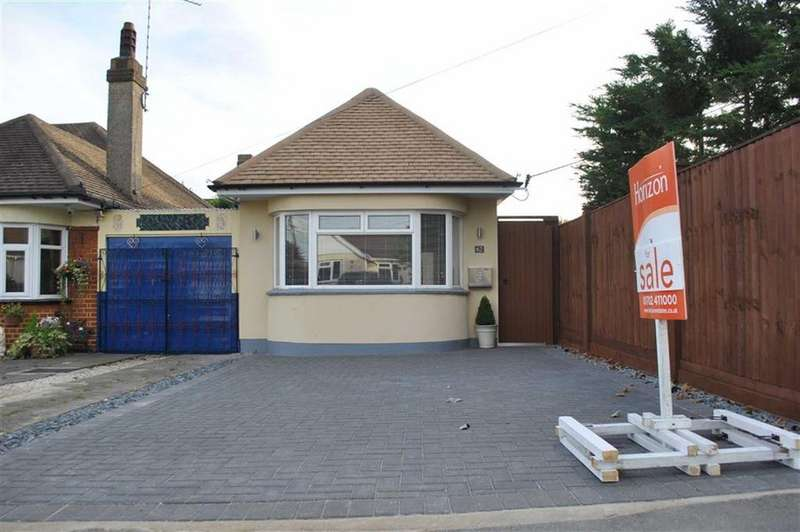2 Bedrooms Detached Bungalow for sale in Warwick Road, Rayleigh, Essex