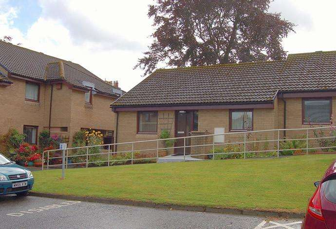 2 Bedrooms Terraced House for sale in 14 Rose Park, Peebles, EH45 8HP