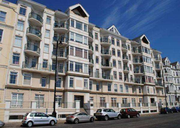 2 Bedrooms Apartment Flat for sale in Queens Apartments, Queens Promenade, Douglas, IM2 4NY