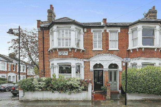 4 Bedrooms End Of Terrace House for sale in PAROLLES ROAD Whitehall Park N19 3RD