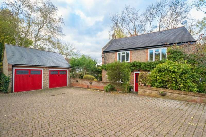 3 Bedrooms Detached House for sale in Bankside Close, Harefield, Middlesex