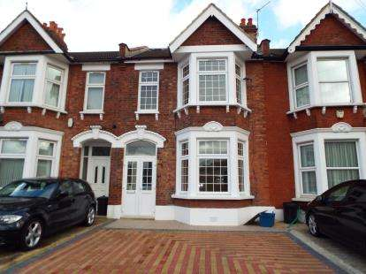 6 Bedrooms Terraced House for sale in Ilford, Essex