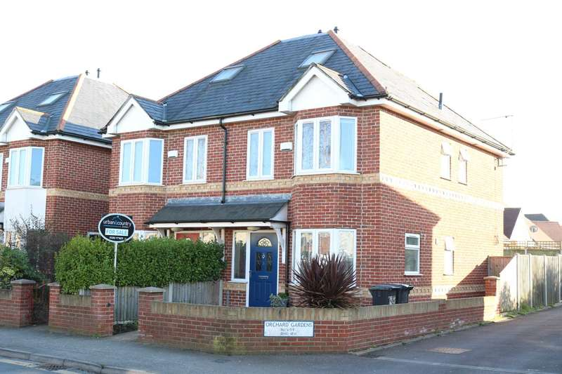 3 Bedrooms Semi Detached House for sale in BH10 Bournemouth