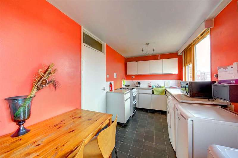 3 Bedrooms Flat for sale in Barret House, Benedict Road, Stockwell
