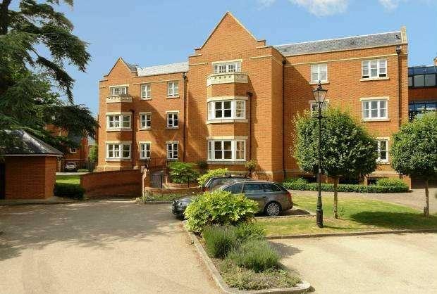 2 Bedrooms Ground Flat for sale in Longbourn Windsor